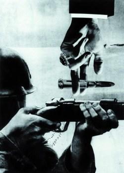 Cel! Pal! (1955) fotomontaż barwny, kopia, odbitka fotografia kolorowa, 54x38,5 cm w zbiorach Muzeum Narodowego we Wrocławiu fot. pracownia fotograficzna MNWr
