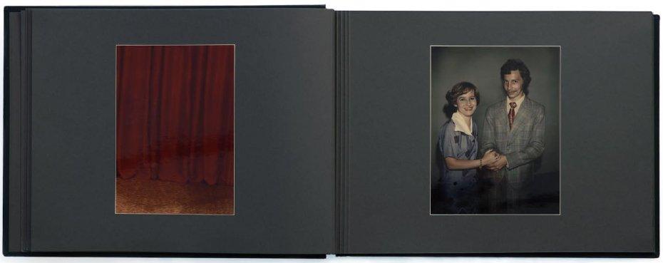 """Aneta Grzeszykowska, """"Album"""", 2004, fot. dzięki uprzejmości Galerii Raster"""