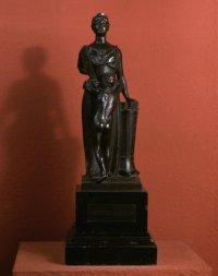 Defensio legalis (Sprawiedliwość) 1897, brąz, odlew, podstawa-marmur w zbiorach Muzeum Narodowego w Warszawie