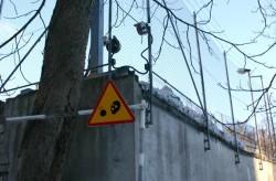 Manewry miejskie 2004 Uwaga terroryści! Znak umieszczony w pobliżu Ambasady Amerykańskiej w Tallinie.