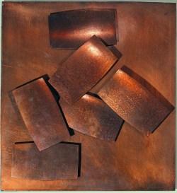 """Henryk Stażewski, """"Relief miedziany 28"""", 1964,  blacha miedziana, drewno, 33x36x3 cm w zbiorach Muzeum Narodowego we Wrocławiu fot. pracownia fotograficzna MNW"""