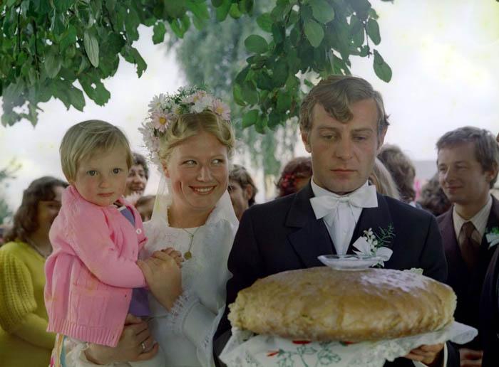 """Kadr z filmu Waldemara Podgórskiego """"Pójdziesz ponad sadem"""", 1974, fot. East News"""