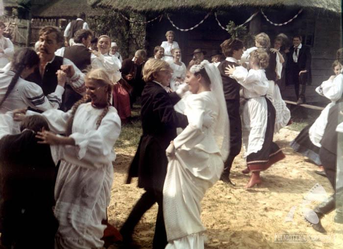 """Kadr z filmu Zbigniewa Kuźmińskiego """"Nad Niemnem"""", 1986, fot. Filmoteka Narodowa/www.fototeka.fn.org.pl"""