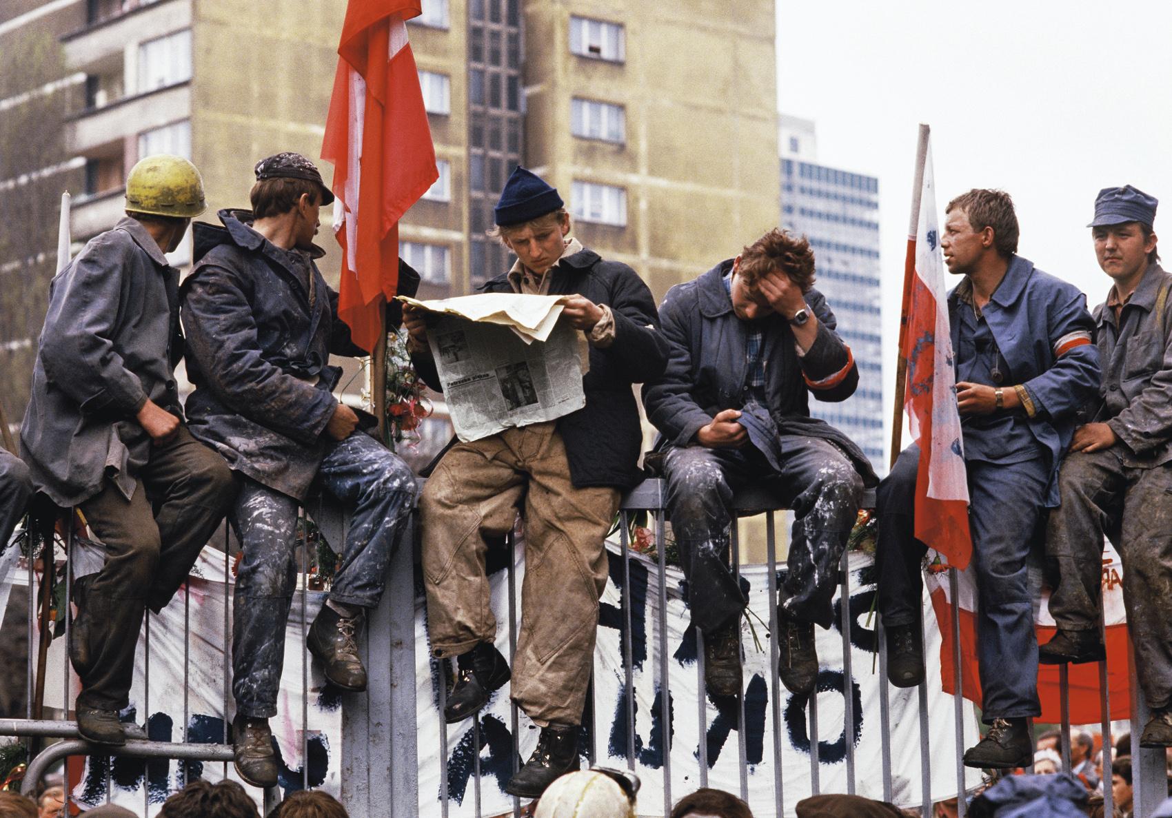 Strike at the Lenin shipyard, 1988, Gdańsk, photo: Chris Niedenthal, promo material