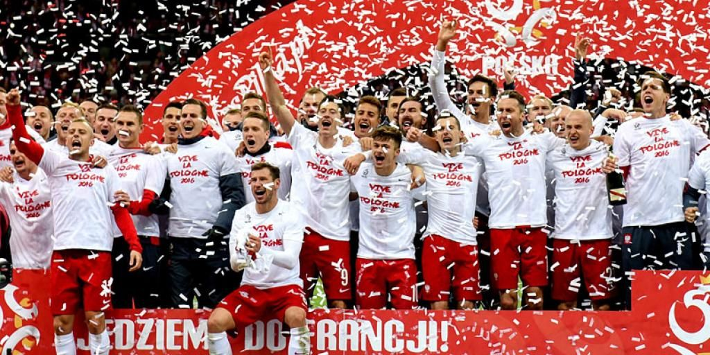 9bd2c34ba8f It's a Funny Old Game: Explaining Curiosities from Poland's Football  Culture | Article | Culture.pl