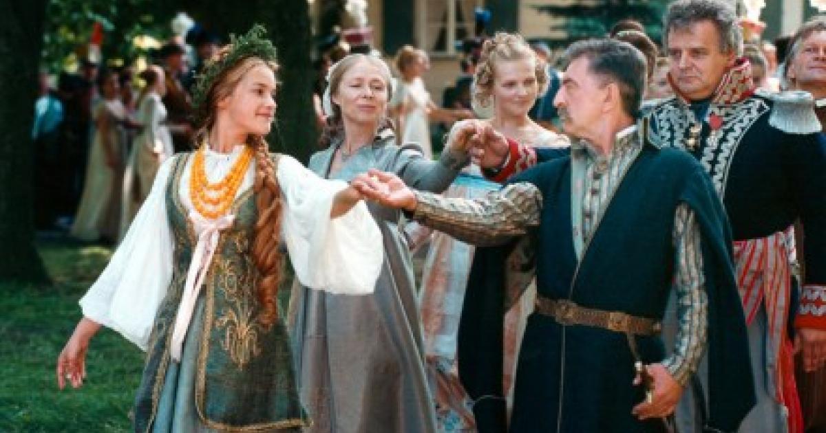 Polonaise ‒ The Royal Dance Every Polish Teenager Has to
