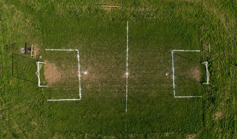 Футбольное поле. Фото: Кацпер Ковальский / Forum