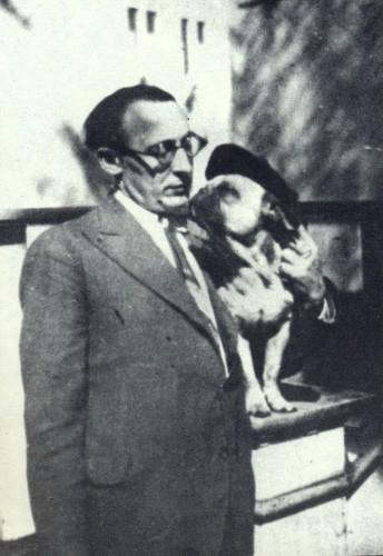 Бруно Ясенский с собакой, полученной в подарок от Владимира Маяковского. СССР, 30-е годы