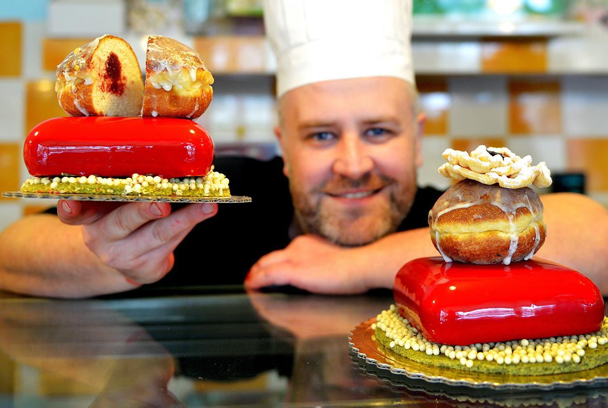 Baker Jakub Rak with pączki at the Rak & Orłowski Bakery in Rzeszów, photo: Darek Delmanowicz / PAP