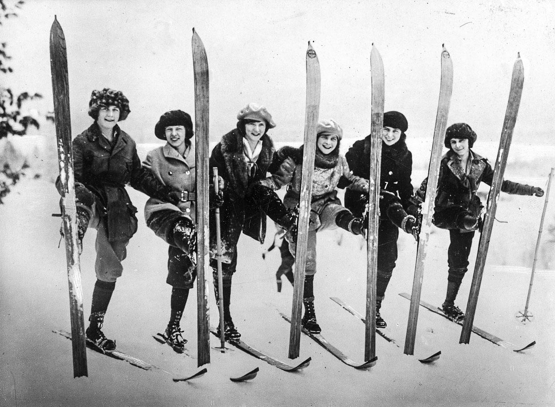 Девушки-модели демонстрируют лыжные костюмы, 1926, фото: audiovis.nac.gov.pl (NAC)