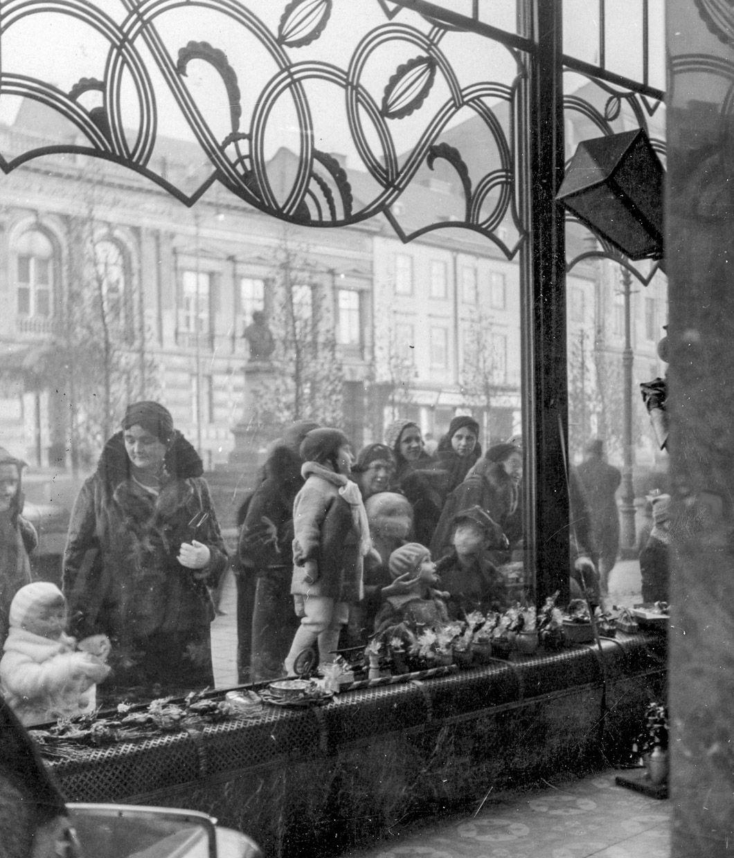 Cukiernia Ludwika Zalewskiego we Lwowie, 1933, fot. audiovis.nac.gov.pl