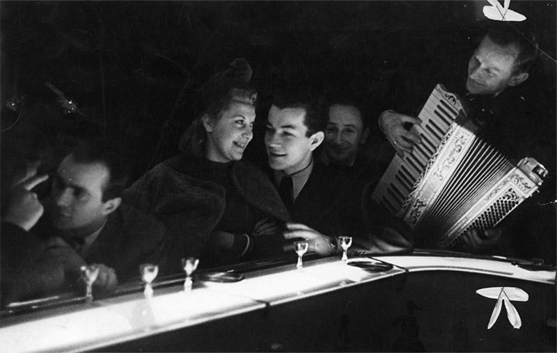 В ресторане «Adria», Варшава, 1940, фото:www.audiovis.nac.gov.pl (NAC)