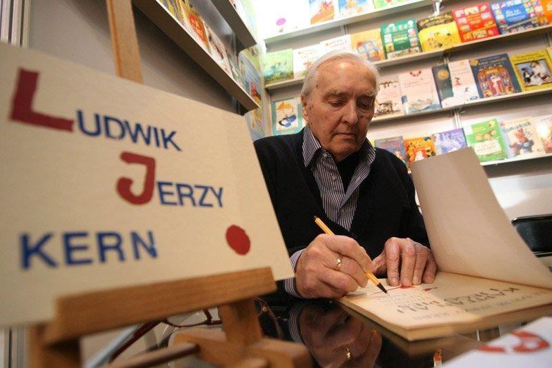 Людвик Ежи Керн на X книжной ярмарке в Кракове, октябрь 2006. Фото: Анна Крук / East News