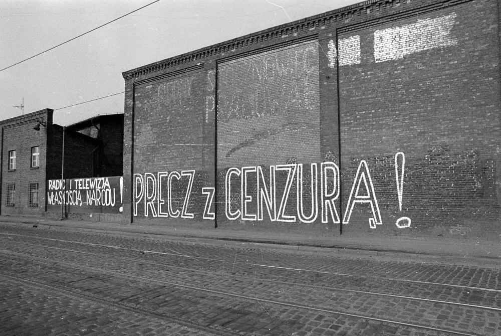 Playing with censorship: how polish artists dealt with the communist