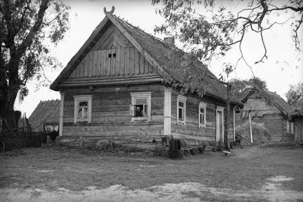 Dom, Polesie, lata 30. XX wieku, fot. szukajwarchiwach.gov.pl