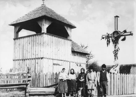 Drewniana dzwonnica we wsi Seredy, 1913, fot. szukajwarchiwach.gov.pl