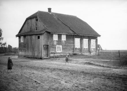 Drewniany budynek, Polesie, 1936, fot. szukajwarchiwach.gov.pl