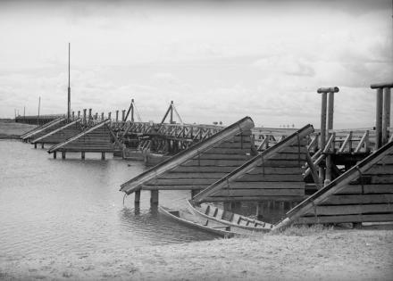 Drewniany most na rzece, Polesie, 1936, fot. szukajwarchiwach.gov.pl