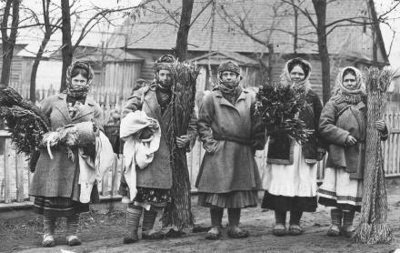 Poleskie kobiety w drodze na targ, 1935, fot. szukajwarchiwach.gov.pl