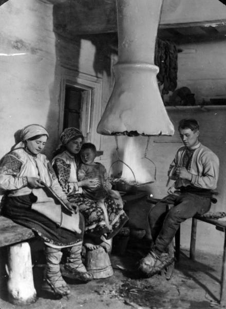 Rodzina poleska z okolic Nieświeża, 1933, fot. szukajwarchiwach.gov.pl