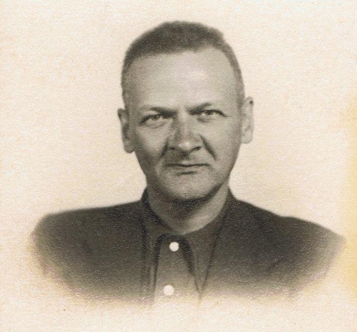 """Władysław Broniewski po wypuszczeniu z sowieckiego więzienia. Moskwa, październik 1941, fot. """"Karta""""/Zbiory Muzeum Władysława Broniewskiego"""