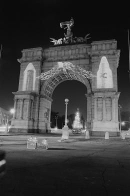 Krzysztof Wodiczko, Soldiers and Sailors Memorial Arch, Grand Army Plaza, Brooklyn, New York, 1984-1985, The National Art Gallery in Sopot