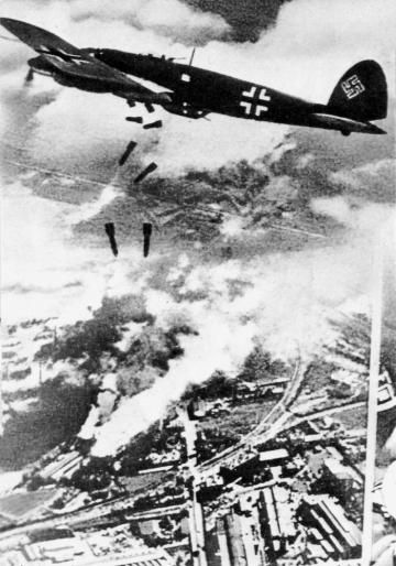 German plane bombing Warsaw, 1939, photo: Wikipedia