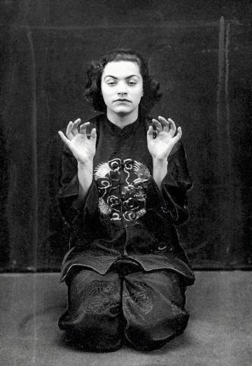 Пола Ниренская во время исполнения «Японского танца», 1933 год. Фото: www.audiovis.nac.gov.pl (NAC)