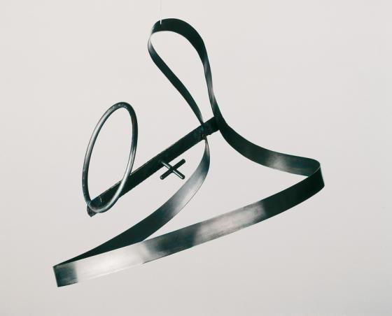 Катажина Кобро, «Подвесная конструкция 2», 1921/22, оригинал утерян, реконструкция 1971, сталь, 40 x 30 x 30 см, фото предоставлено Музеем искусства в Лодзи