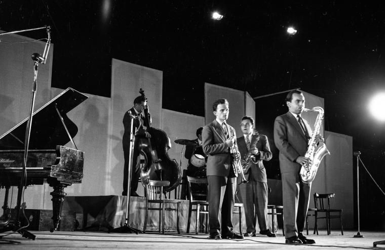 The band Melomani with saxophonist Jerzy Matuszkiewicz a.k.a. Duduś at the 1st Jazz Festival in Sopot, 1956, photo: Tadeusz Kubiak/PAP