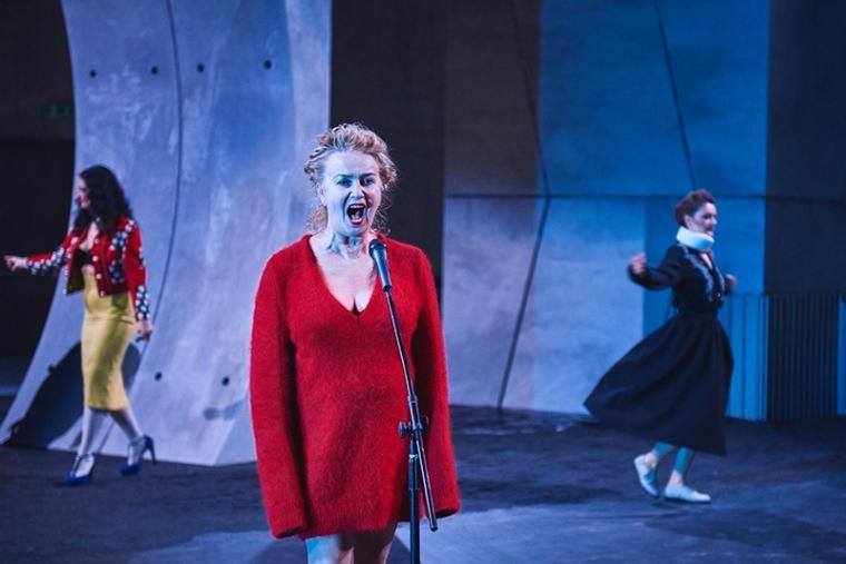 """Zdjęcie z przedstawienia """"Wszystko o mojej matce"""", reżyseria: Michał Borczuch, 2016, Teatr Łaźnia Nowa, fot. Klaudyna Schubert"""