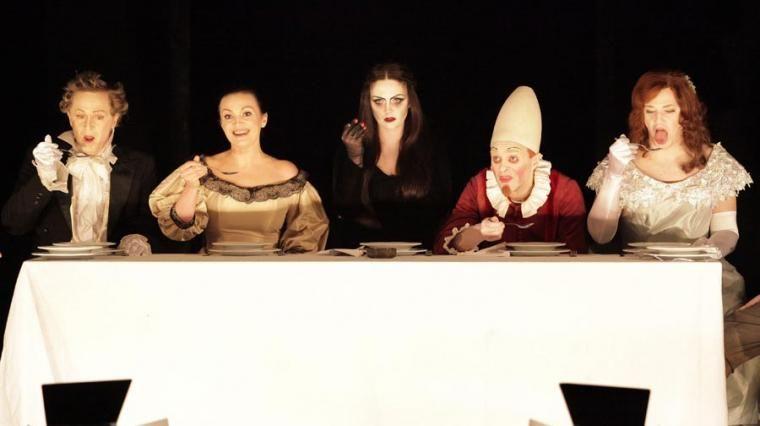 """Scena z przedstawienia operowego """"Ubu Rex"""" w reżyserii Janusza Wiśniewskiego, 2013, fot. Sebastian Ćwikła / Opera Bałtycka"""