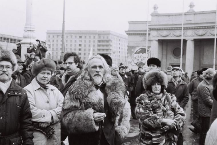 Moscow 1990 or 1991, the democratic opposition gathers in front of th Gorky Park for yet another manifestation, photo: Ryszard Kapuściński