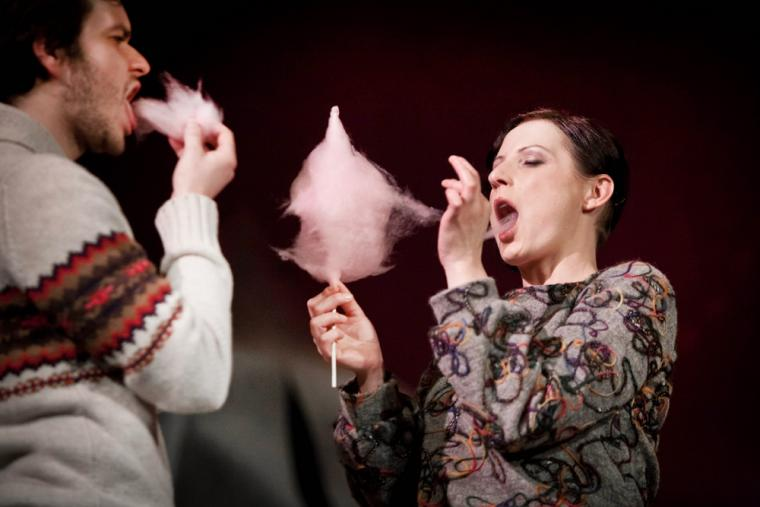Na zdjęciu: Andrzej Plata i Agnieszka Kwietniewska, fot. Bartłomiej Sowa/Teatr Dramatyczny w Wałbrzychu