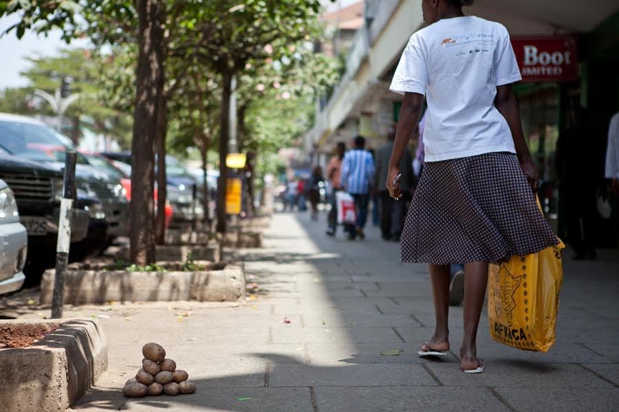 """""""Kenijskie Piramidy"""" z Jamesem Muriuki, 2011, fot. dzięki uprzejmości artystki"""