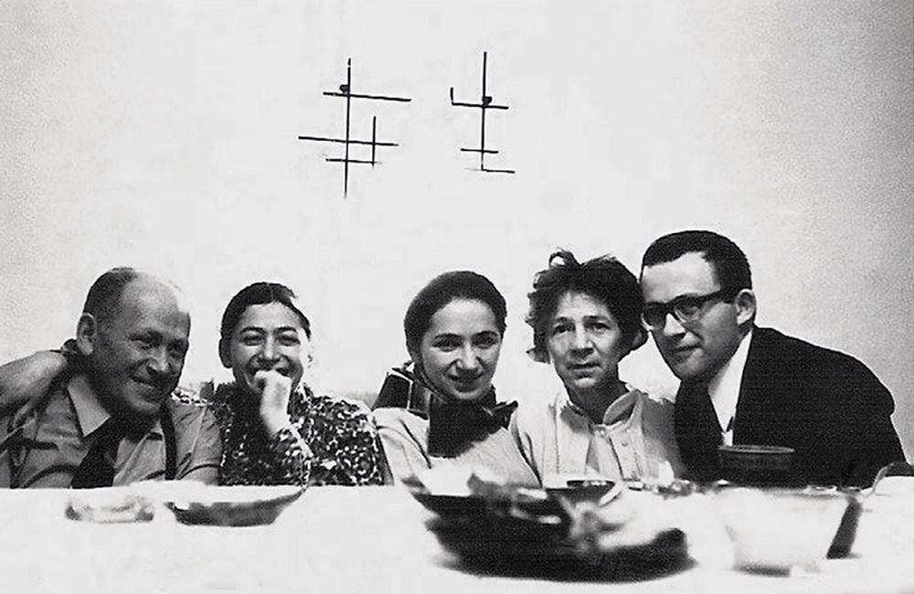 Последний ужин. Поэтесса Анна Фрайлих с семьей, Варшава, 9.11.1969, фото предоставлено организатором