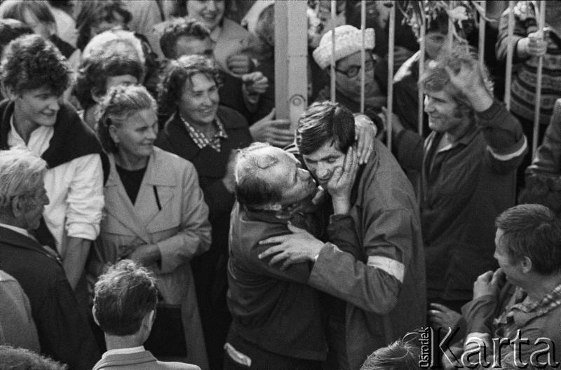 31 sierpnia 1980, Gdańsk. Zakończenie strajku w Stoczni Gdańskiej im. Lenina, fot. Witold Górka / Ośrodek KARTA