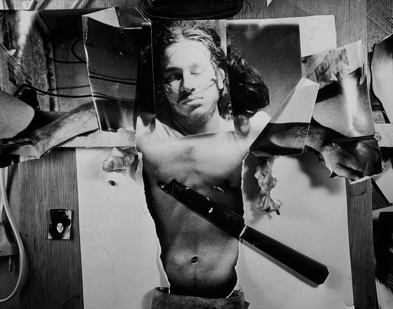 """Andrzej Dudek-Dürer, """"Autoukrzyżowanie"""", 1973, performance w Galerii Jednej Osoby, Wrocław, fotografia, 100 cm x 70 cm, fot. dzięki uprzejmości artysty"""