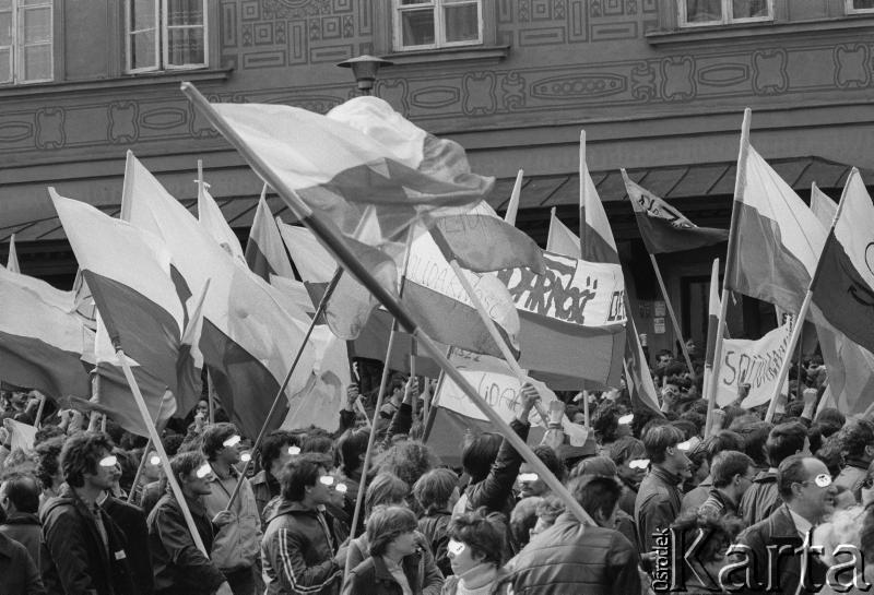3 maja 1982, Warszawa. Niezależna demonstracja na Starym Mieście, fot. Maciej Czarnocki / Ośrodek KARTA