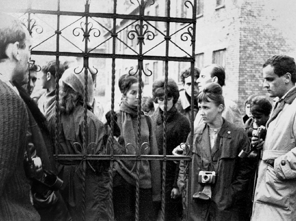 Студенты Высшей педагогической школы в Ополе посещают Аушвиц, 1964, фото предоставлено организатором