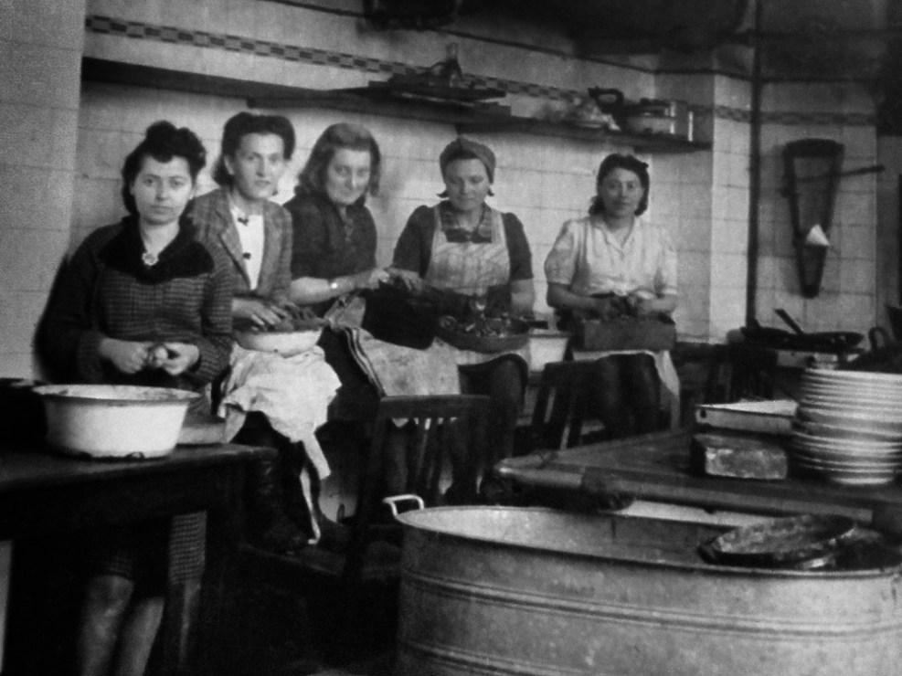 Kucharki w Komitecie Żydowskim w Wałbrzychu, lata 50-te., fot. dzięki uprzejmości organizatora