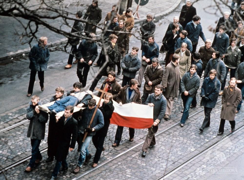 """""""Człowiek z żelaza"""" w reżyserii Andrzeja Wajdy, 1981, fot. Renata Pajchel/Studio Filmowe Zebra/Filmoteka Narodowa/fototeka.fn.org.pl"""