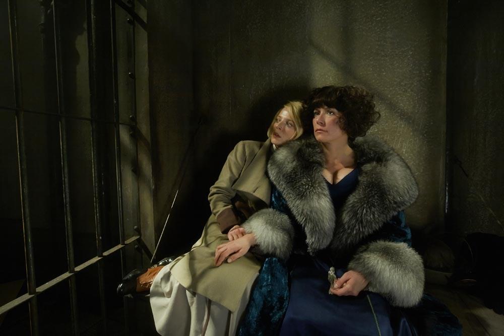 """Scena z filmu """"Hiszpanka"""" w reżyserii Łukasza Barczyka, 2014. Na zdjęciu: Patrycja Ziółkowska i Sandra Korzeniak, fot. VueMovie"""