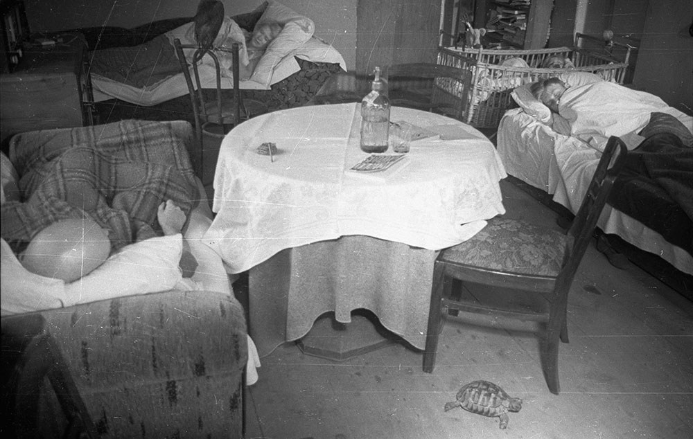 A room in the Crazy Star villa, 1947, Warsaw, photo: CAF/PAP