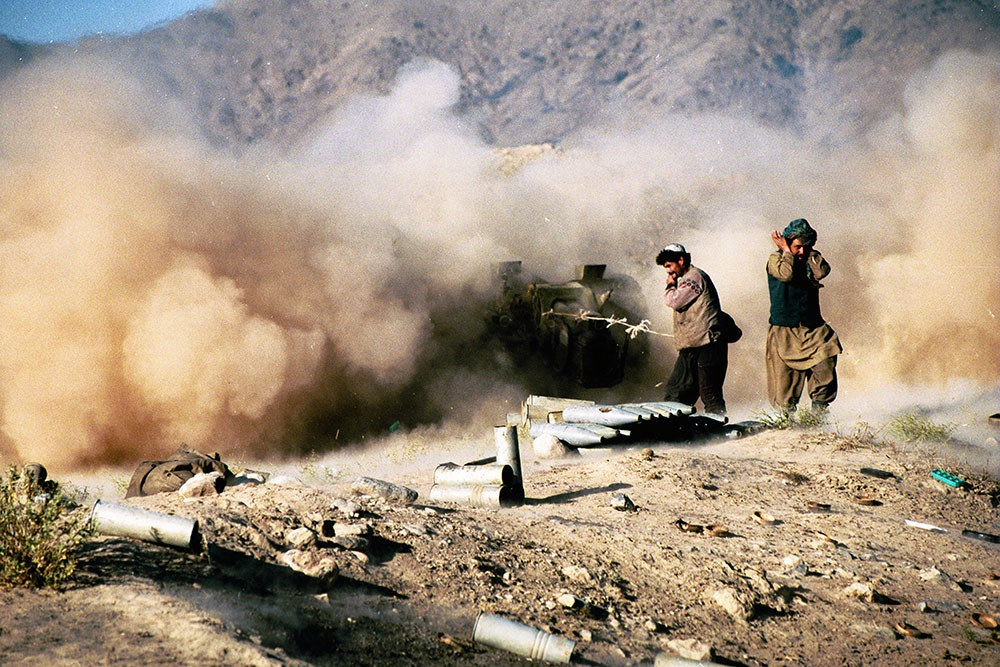 Kabul, Afghanistan, 30.10.1996. Taliban soldier on the frontline, photo: Krzysztof Miller / Agencja Gazeta