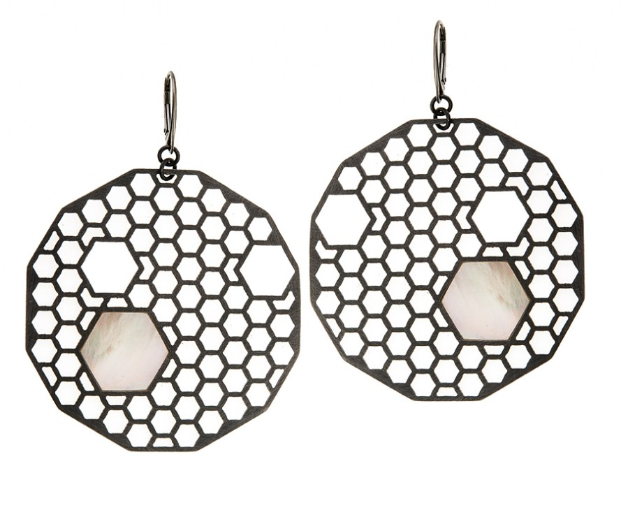 Apis earrings by Anna Orska, photo: courtesy of the designer