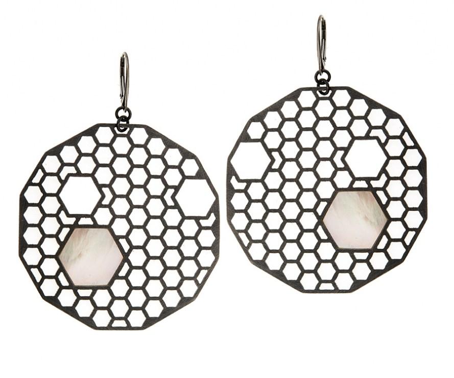 Apis earrings by Anna Orska, photo: courtesy of the designer