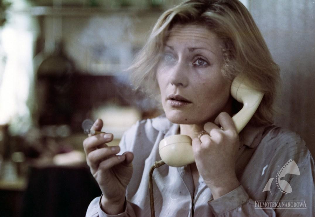 """Kadr z filmu """"Bez końca"""", reżyseria: Krzysztof Kieślowski, 1984. Na zdjęciu: Grażyna Szapołowska, fot. Studio Filmowe Tor /Filmoteka Narodowa/www.fototeka.fn.org.p"""