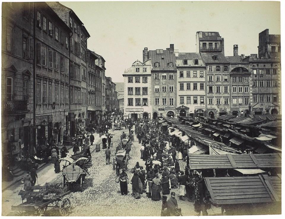 Targ na Rynku Starego Miasta, ok. 1890. Fot. Konrad Brandel / Muzeum Narodowe w Warszawie