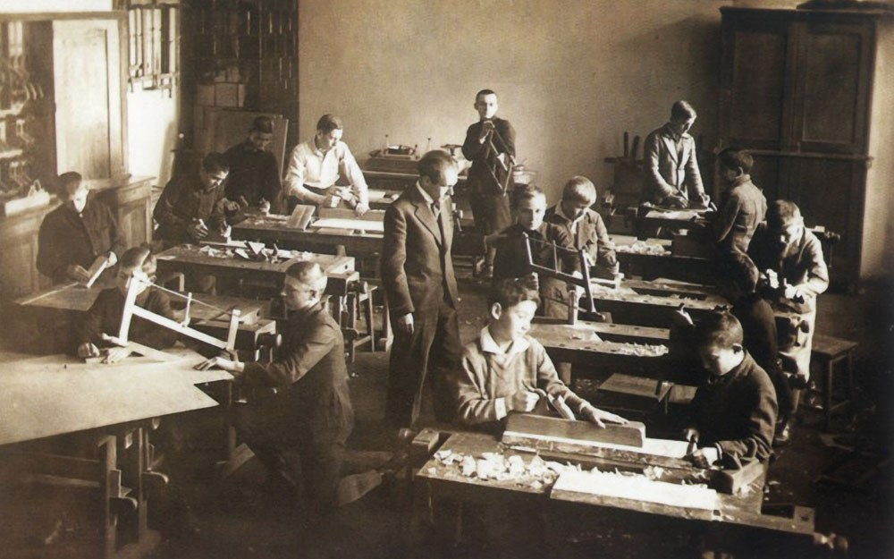 State Secondary School in Drohobych. Writer Bruno Schulz teaching handicrafts, 1934, photo: Laski Diffusion / East News